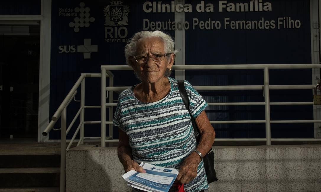 Dona Nilza tinha horário marcado no grupo de pacientes hipertensos na Clínica da Família Deputado Pedro Fernande Filho, mas a atividade não aconteceu por causa da greve Foto: Brenno Carvalho / Brenno Carvalho