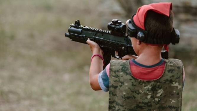 Três pesquisas que serão apresentadas em conferência da Academia Americana de Pediatria mostram que o risco de morte e ferimentos por arma de fogo em crianças é maior nos estados com legislação mais flexível Foto: Denys Kurbatov