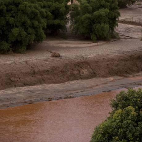Desmoronamento da barragem de Fundão, em Mariana, causou desastre irreversível Foto: Márcia Foletto / Agência O Globo