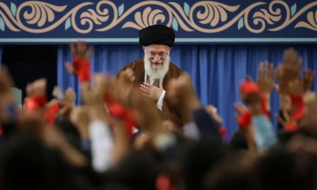 Aiatolá Ali Khamenei durante encontro com estudantes iranianos Foto: HANDOUT / REUTERS