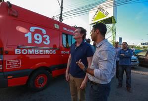 Marcelo Crivella acompanhou a contenção das chamas Foto: Marcelo Regua / Agência O Globo