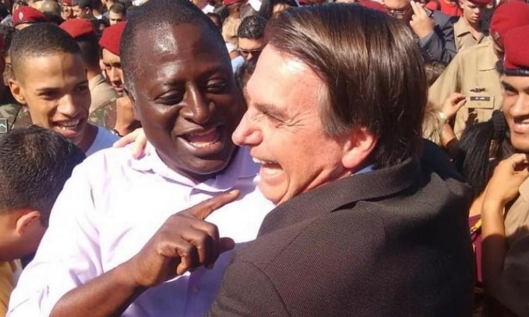 Hélio Bolsonaro e Jair Bolsonaro Foto: Agência O Globo