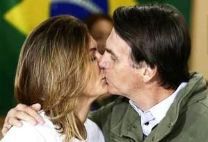 O presidente eleito Jair Bolsonaro e a mulher, Michelle, em culto evangélico Foto: Leonardo Ferreira / Leonardo Ferreira