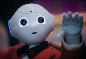 Uso de robôs nas fábricas aumenta a necessidade de pessoas com raciocínio rápido e que sabem colaborar em equipe Foto: . / Bloomberg
