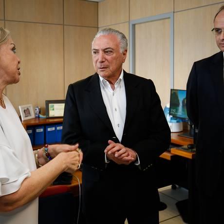 Temer conversa com o ministro da Educação, Rossieli Soares, e com a presidente do Inep, Maria Inês Fini Foto: Divulgação/Alan Santos