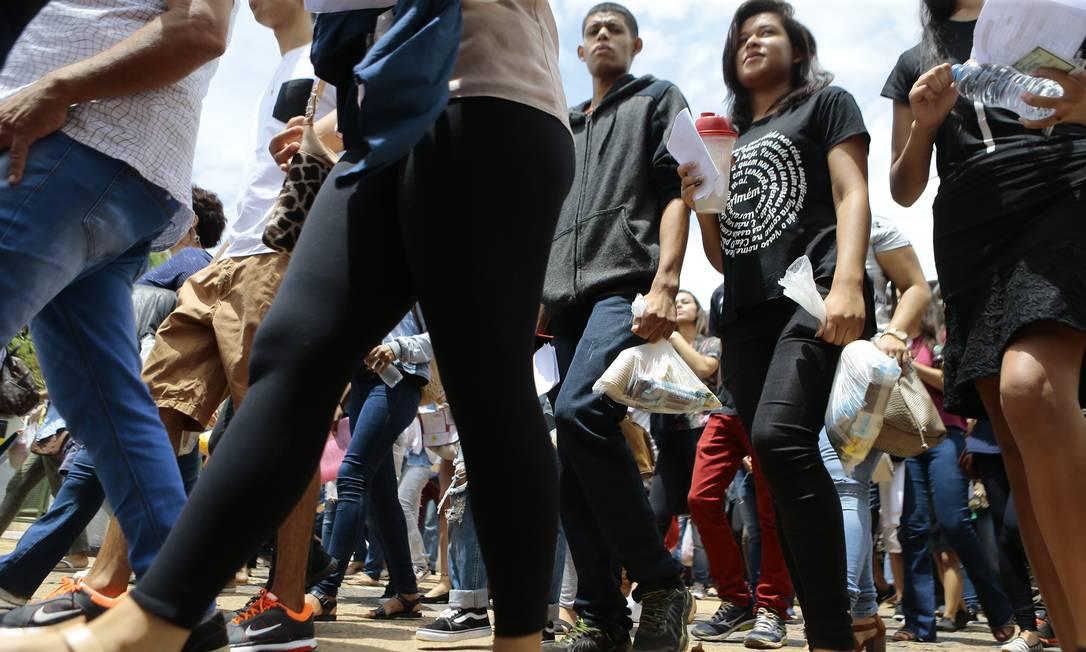 Candidatos chegam para fazer prova em Brasília Foto: Jorge William / Agência O Globo