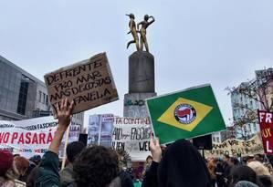 Protesto contra o presidente eleito do Brasil, Jair Bolsonaro, em Berlim, na Alemanha Foto: Foto / Bernardo Mello Franco