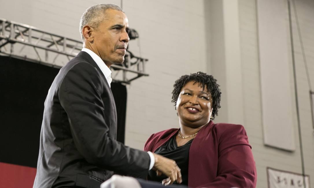 Candidata ao governo da Geórgia, Stacy Abrams, ao lado do ex-presidente Barack Obama Foto: Jessica McGowan / AFP