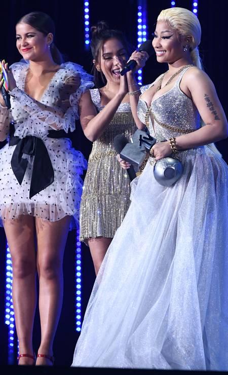 Nicki Minaj recebeu o prêmio de Mlehor Hip-Hop das mãos de Anitta... Foto: Stuart C. Wilson / Getty Images for MTV