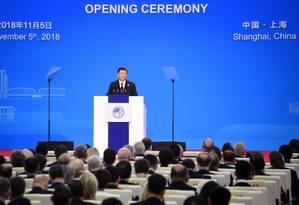 O presidente da China, Xi Jinping, fala na cerimônia de abertura da primeira Exposição Internacional de Importações da China (CIIE), em Xangai Foto: MATTHEW KNIGHT / AFP