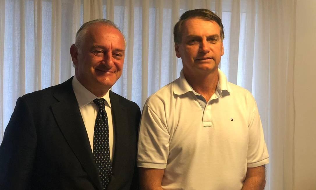 O embaixador da Itália no Brasil, Antonio Bernardini, ao lado do presidente eleito Jair Bolsonaro Foto: Divulgação