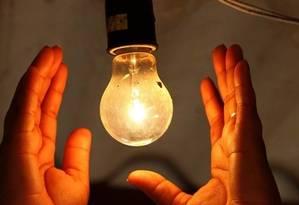 Concessionárias de energia mantêm atendimento 24 horas mesmo durante a folia Foto: Agência O Globo