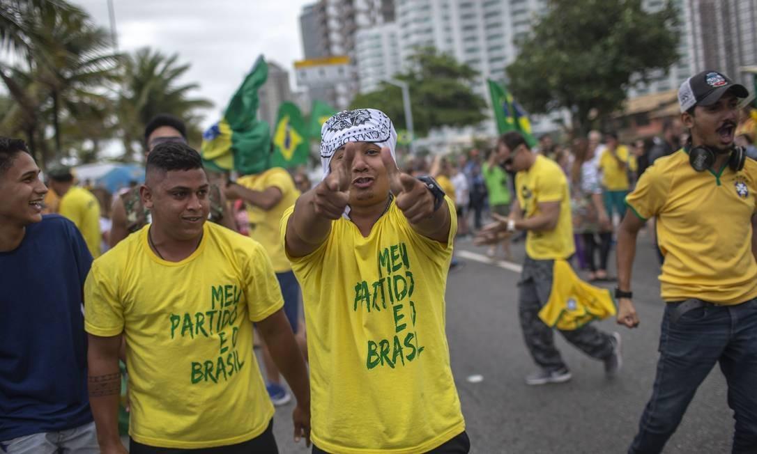 Apoiadores de Bolsonaro fazem manifestação na Barra da Tijuca, Rio de Janeiro Foto: MAURO PIMENTEL / AFP