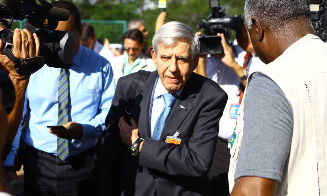 O general Augusto Heleno, durante entrevista coletiva no CCBB Foto: Jorge William / Agência O Globo
