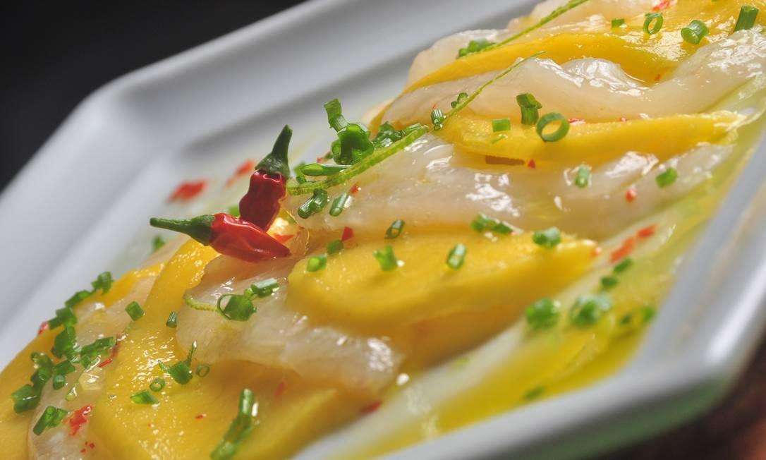 Adega do Cesare. A sugestão da casa vem com lâminas de peixe e manga temperadas com flor de sal, pimenta dedo-de-moça e vinagrete de limão. R$ 72 Foto: Divulgação