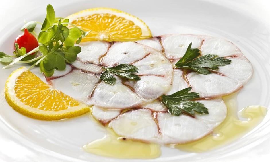 Margutta. A sugestão do restaurante italiano, especializado em frutos do mar, é o carpaccio de polvo (R$ 62,50) Foto: Divulgação/Ricardo Bhering
