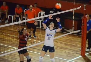 Levantadora Roberta, do Sesc, durante jogo contra o Flamengo Foto: Divulgação/Sesc RJ