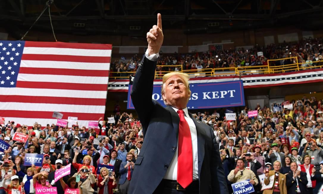 O dono do debate. Donald Trump, durante comício em Chattanooga, no Tennessee: retórica anti-imigração do presidente republicano dominou discussões sobre as eleições legislativas de meio de mandato que acontecem hoje no país Foto: NICHOLAS KAMM / AFP