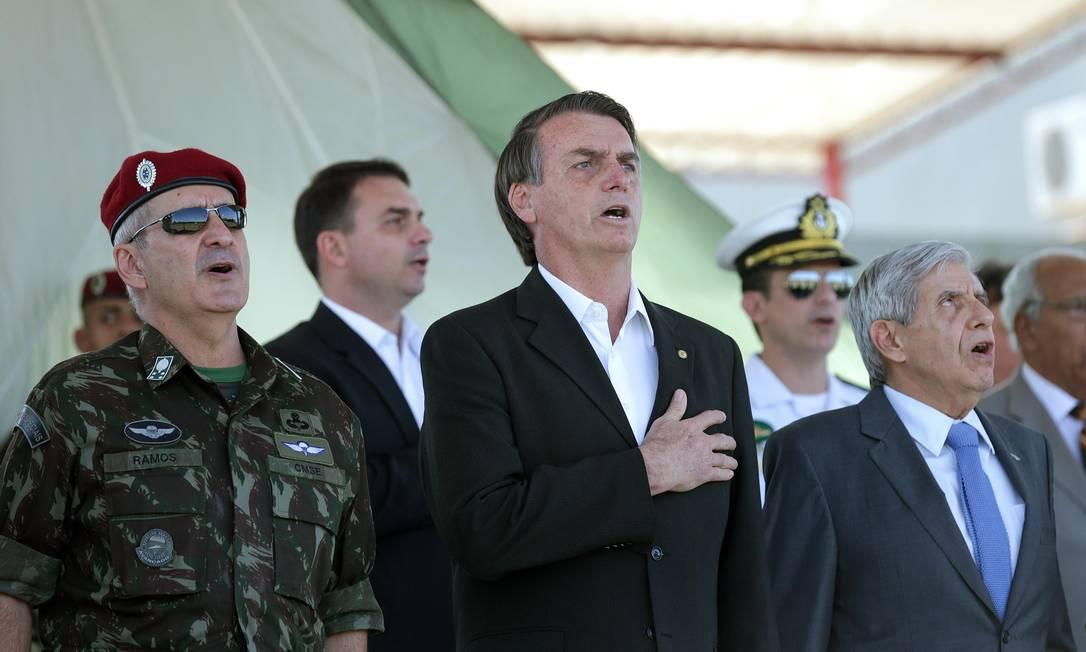 https://oglobo.globo.com/brasil/ao-vivo-bolsonaro-participa-de-primeiro-ato-como-presidente-eleito-no-congresso-23214270 Foto: Márcio Alves / Agência O Globo