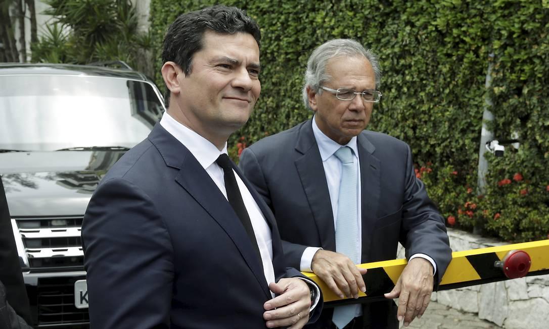 Moro tenta convencer Guedes a parar de fazer superávit primário com o Fundo Nacional de Segurança Pública Foto: Gabriel de Paiva/Agência O Globo/01-11-2018