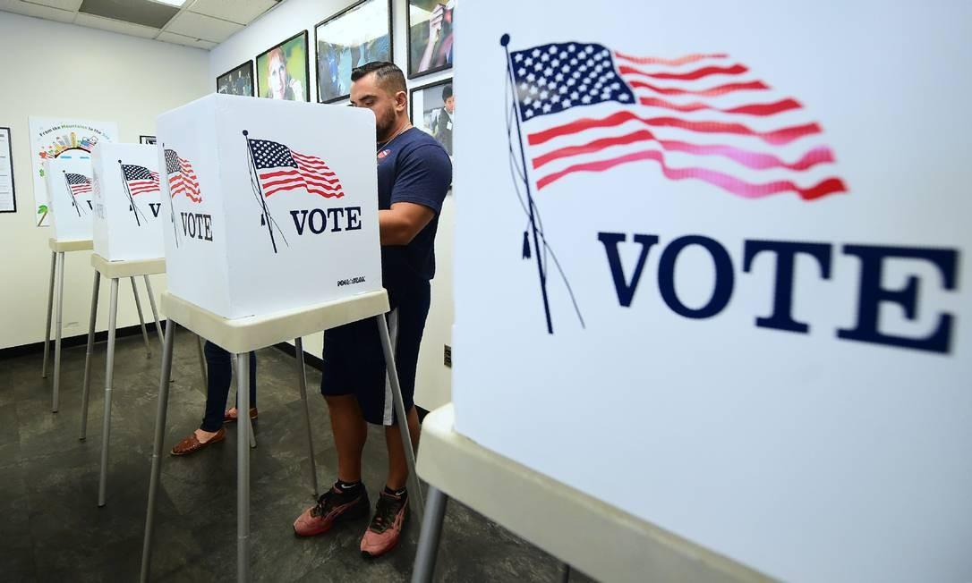 Eleitores votaram antecipadamente em Norwalk, na Califórnia, em 5 de novembro, um dia antes das eleições de 6 de novembro. Foto: FREDERIC J. BROWN / AFP