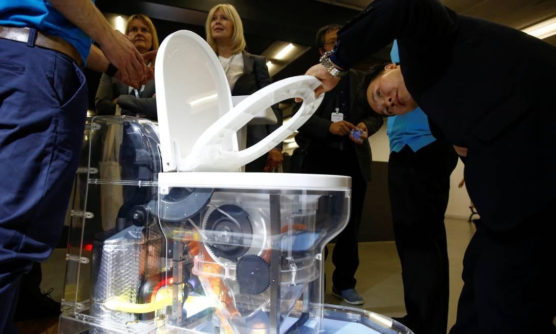 O vaso sanitário reinventado transforma excrementos humanos em fertilizante Foto: THOMAS PETER / REUTERS
