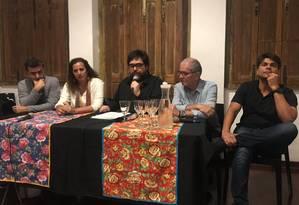 Os deputados Marcelo Freixo, Jandira Feghali, o produtor Eduardo Barata (no meio), Chico d'Angelo e Pedro Paulo Foto: Divulgação