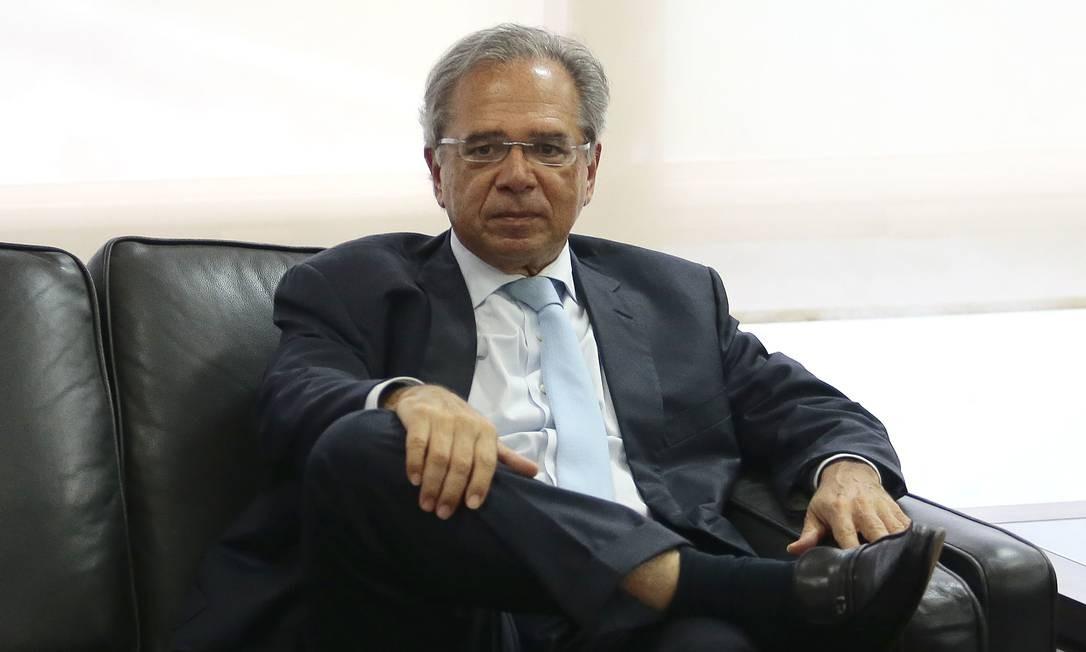 O futuro superministro da Economia, Paulo Guedes, define nomes para sua equipe Foto: Jorge William / Agência O Globo