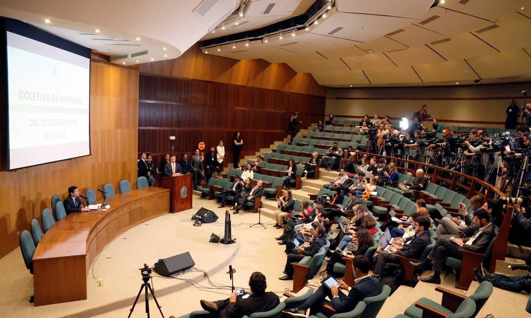 O juiz Sergio Moro concede entrevista coletiva após ser anunciado ministro da Justiça de Bolsonaro Foto: STRINGER / REUTERS