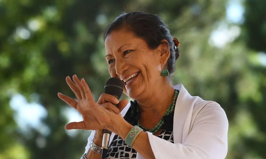 A deputada de origem indígena Deb Haaland, eleita pelo estado do Novo México Foto: MARK RALSTON / AFP