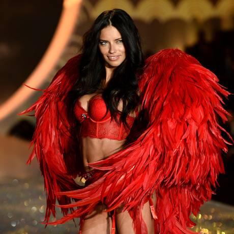Adriana Lima: Victoria's Secret 2013 Foto: Dimitrios Kambouris / Getty Images for Victoria's Secr
