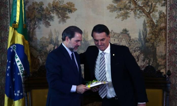 O presidente do STF, ministro Dias Toffoli, se reúne com o presidente eleito Jair Bolsonaro em foto de arquivo Foto: Jorge William/Agência O Globo