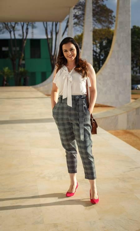Dayviane Garcia foi mais ousada no estilo da calça, com estampa xadrez. O salto alto segue indispensável Foto: Daniel Marenco / Agência O Globo