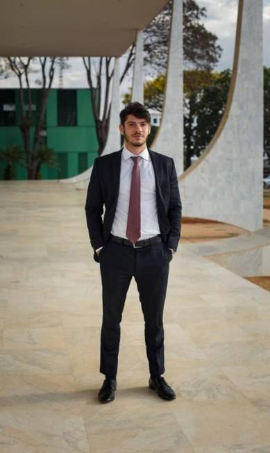 Rafael Caputo Bastos Serra é estagiário e também segue o que vestem os veteranos advogados Daniel Marenco / Agência O Globo