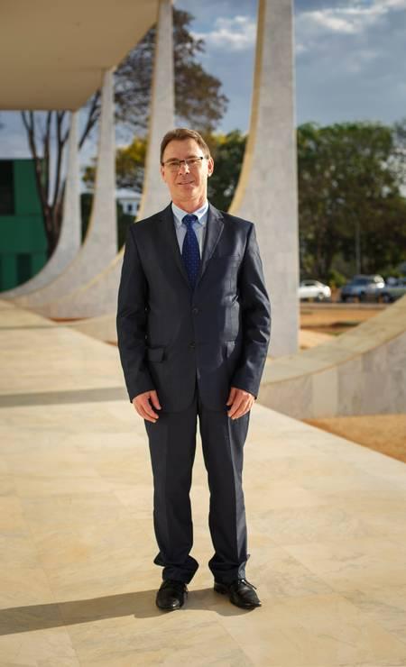 O advogado Laercio Raimundo Bianchi é outro que mantém o traje social completo Foto: Daniel Marenco / Agência O Globo
