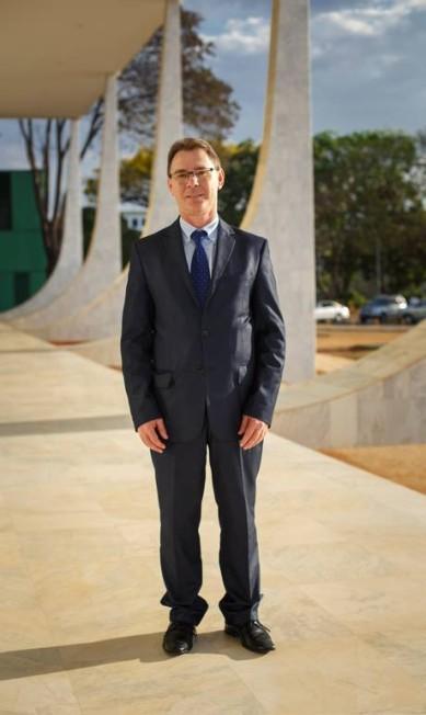 O advogado Laercio Raimundo Bianchi é outro que mantém o traje social completo Daniel Marenco / Agência O Globo