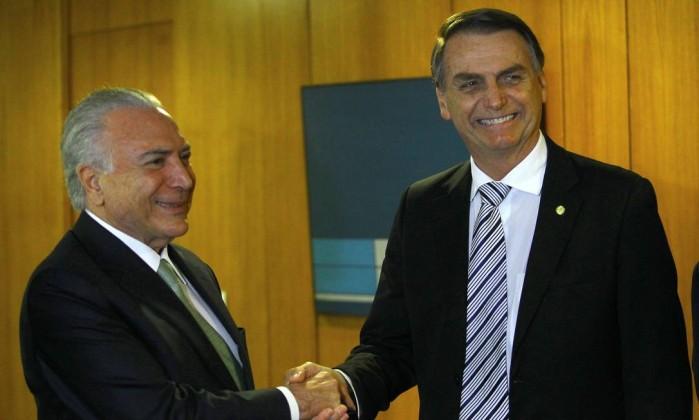 O presidente Michel Temer e o presidente eleito, Jair Bolsonaro, durante reunião no Planalto Foto: Jorge William / Agência O Globo