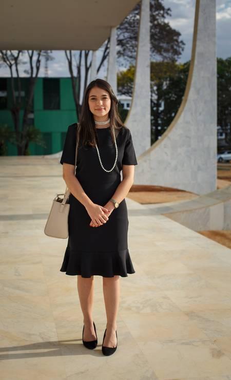 A advogada Luiza Saraiva Martins Bastos mantém a linha mais tradicional: vestido preto Foto: Daniel Marenco / Agência O Globo
