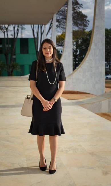A advogada Luiza Saraiva Martins Bastos mantém a linha mais tradicional: vestido preto Daniel Marenco / Agência O Globo