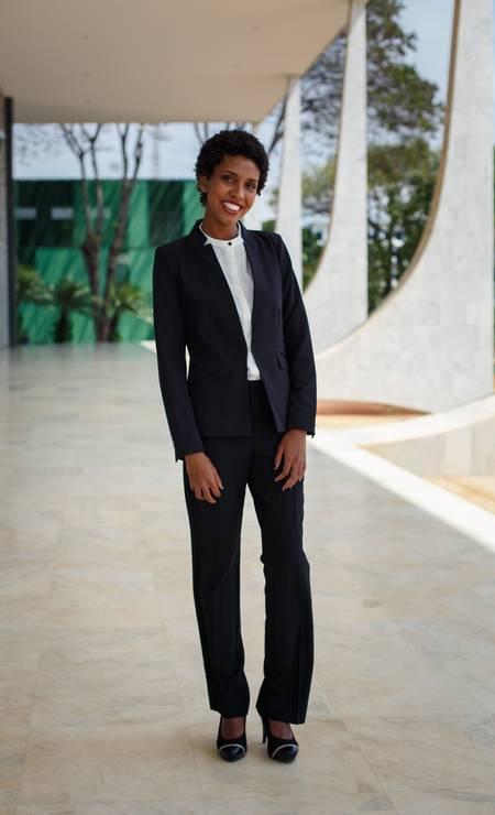 Sua colega de Universidade Federal Fluminense, Fernanda Barbosa, usou o terninho preto. Antigamente, mulheres não trajavam calças no STF Foto: Daniel Marenco / Agência O Globo