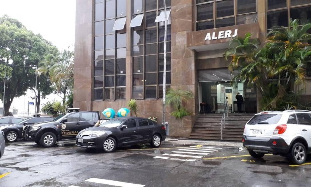 Prédio da Alerj, onde acontece uma operação da PF para prender deputados estaduais envolvidos em esquema de compra de apoio Foto: Renan Rodrigues / O Globo