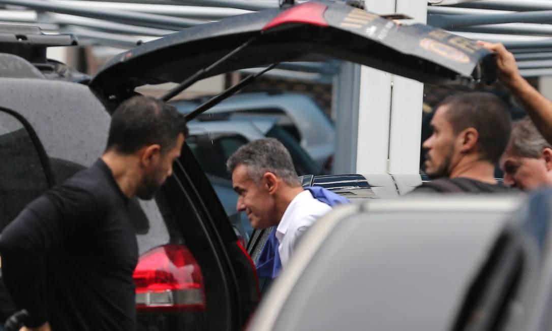 Chiquinho da Mangueira (Podemos) chega à sede da PF após ser preso em operação contra compra de votos que envolve deputados estaduais Foto: Marcia Foletto / Marcia Foletto
