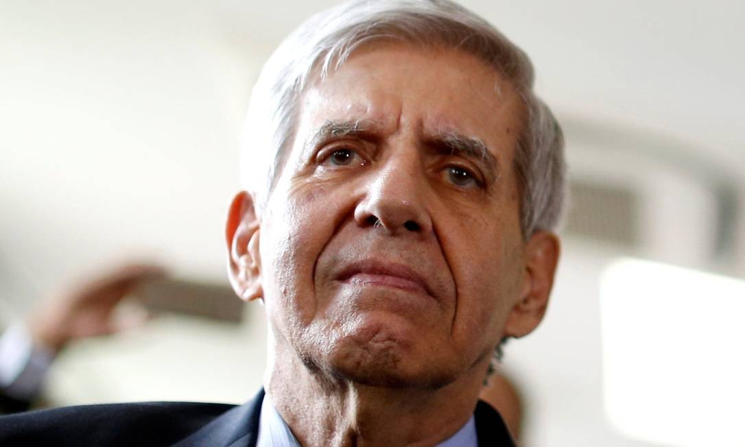 O general Augusto Heleno não considera que a aprovação do reajuste no STF seja uma derrota para Bolsonaro Foto: Adriano Machado / Reuters