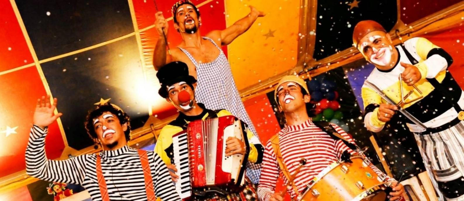 Os brasilienses do Circo Teatro Artetude apresentam o espetáculo 'Brincadeiras de Circo' Foto: Divulgação