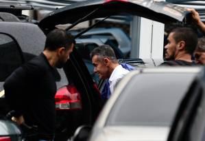 Chiquinho da Mangueira, preso na operação Furna da Onça, chega à sede da PF no Rio Foto: Márcia Foletto