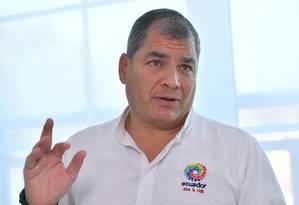 Rafael Correa gesticula durante entrevista à AFP Foto: EMMANUEL DUNAND / AFP