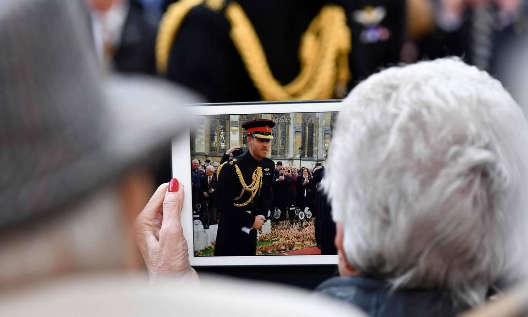 Príncipe britânico Harry, durante visita ao Campo da Memória na Abadia de Westminster, no centro de Londres Foto: BEN STANSALL / AFP