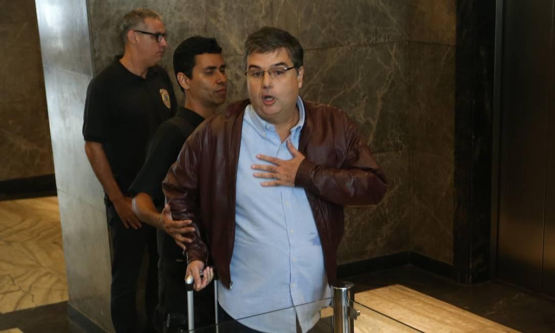 Deputado André Corrêa após ser preso pela PF Foto: Pedro Teixeira / Agência O Globo