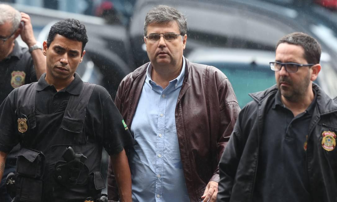 O deputado André Corrêa é preso, durante a operação Foto: Pedro Teixeira / Agência O Globo