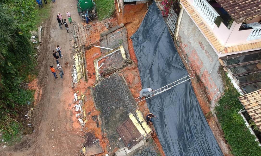 Chuva forte deixa desabrigados na cidade de Mage Foto: Cleber Júnior / Agência O Globo